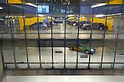 Nederland, the Netherlands, Arnhem, 1-9-2015Het nieuwe station van de gelderse hoofdstad wordt binnenkort officieel geopend. De ov terminal met parkeergarage en fietsenstalling is klaar. De ingewikkelde architectuur heeft het bouwproject veel problemen en vertraging opgeleverd. Het is dan ook een architectonisch en bouwkundig hoogstandje. Het ontwerp voor het station is gedaan door architectenbureau UNStudio, Ben van Berkel.  Uiteindelijk heeft de bouw 18 jaar en 90 miljoen euro, veel meer als aanvankelijk begroot, gekost. Doorkijkje in de ondergrondse parkeergarageFOTO: FLIP FRANSSEN/ HH