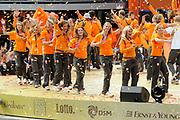 Nederlandse Olympische ploeg komt thuis en wordt gehuldigd op het plein voor Station Den Bosch.<br /> <br /> Op de foto:  De Nederlandse dames hockeyploeg  met o.a. Maartje Goderie , Ellen Hoog , Naomi van As