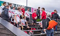 AMSTELVEEN - Teambespreking in de rust, Coach Xanti Freixa (Amsterdam)  tijdens  de    hoofdklasse hockeywedstrijd mannen,  AMSTERDAM-PINOKE (1-3) , die vanwege het heersende coronavirus zonder toeschouwers werd gespeeld. COPYRIGHT KOEN SUYK