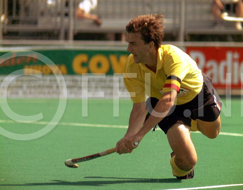 fotografie frank uijlenbroek@1999/frank uijlenbroek<br />9900908 Padova sport Italie<br />ek heren hockey <br />belgie-zwitserland 5-3<br />Belgie zeker van tweede plaats in de poule door de overwinning op zwitserland en daardoor de waarschijnlijke tegenstander van Nederland in de halve finale<br /><br />op foto: Marc Coudron captain van het belgische team scoorde het vierde doelpunt