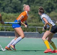 BLOEMENDAAL   -  Ankelein Baardemans (Bldaal)  . oefenwedstrijd dames Bloemendaal-Victoria, te voorbereiding seizoen 2020-2021.   COPYRIGHT KOEN SUYK