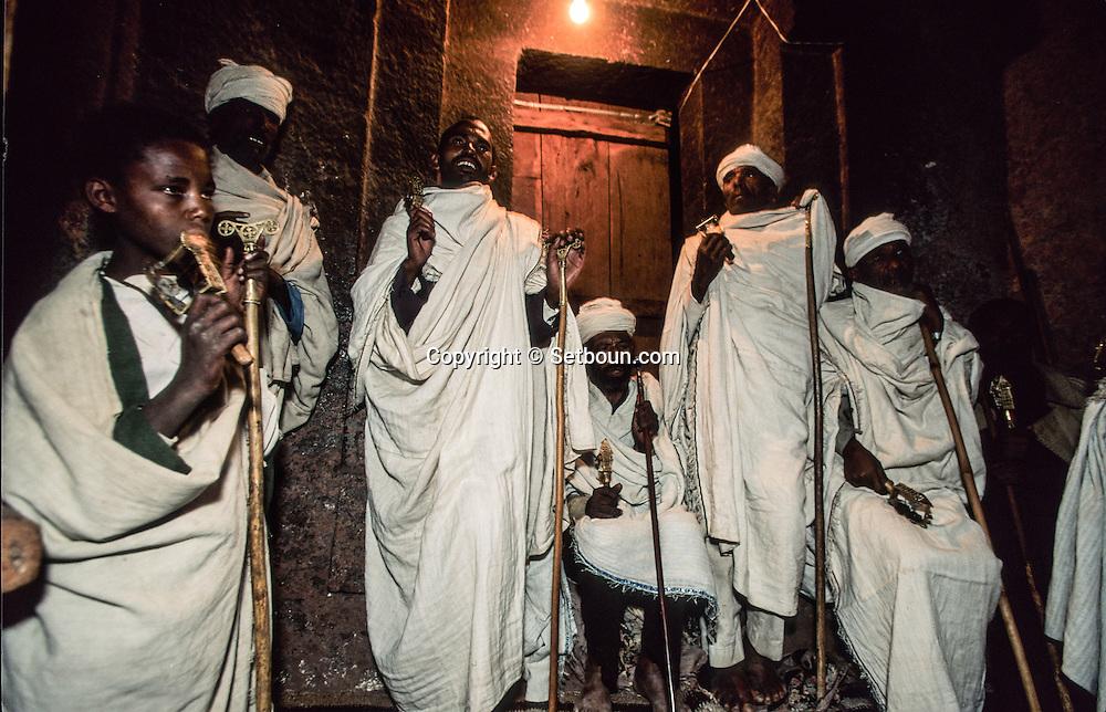 Ethiopia. Lalibela. Timkat orthodox epiphany, praying in bieta maskal church   / Timkat fete orthodoxe de líepiphanie, priere dans líeglise Bieta Maskal  Lalibela  Ethiopie