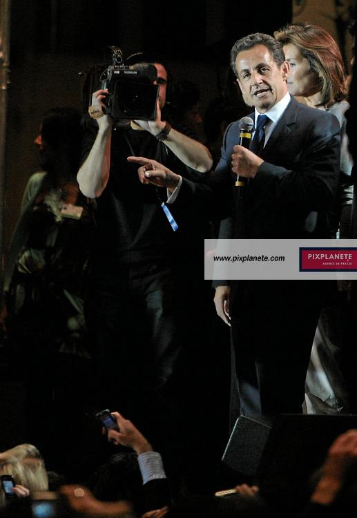 Nicolas Sarkozy - Cécilia Sarkozy - Election présidentielle française - Environ 30 000 personnes se sont regroupées place de la Concorde, à Paris, pour fêter la victoire du candidat de l'UMP. French presidential election - Around 30 000 people have enjoy the victory of the candidate from UMP in Paris, place de la Concorde. Paris - 6/05/2007 - JSB / PixPlanete