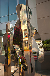 North America, United States, Washington, Bellevue, mirror people sculptures