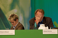 28 NOV 2003, DRESDEN/GERMANY:<br /> Renate Kuenast (L), B90/Gruene, Bundesverbraucherschutzministerin, und Juergen Trittin (R), B90/Gruene, Bundesumweltminister, 22. Ordentliche Bundesdelegiertenkonferenz Buendnis 90 / Die Gruenen, Messe Dresden<br /> IMAGE: 20031128-01-110<br /> KEYWORDS: Bündnis 90 / Die Grünen, BDK, Gespräch, Jürgen Trittin, Renate Künast<br /> Parteitag, party congress, Bundesparteitag