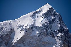 """THEMENBILD - Der 7000er Nuptse (7.861 m). Wanderung im Sagarmatha National Park in Nepal, in dem sich auch sein Namensgeber, der Mount Everest, befinden. In Nepali heißt der Everest Sagarmatha, was übersetzt """"Stirn des Himmels"""" bedeutet. Die Wanderung führte von Lukla über Namche Bazar und Gokyo bis ins Everest Base Camp und zum Gipfel des 6189m hohen Island Peak. Aufgenommen am 18.05.2018 in Nepal // Trekkingtour in the Sagarmatha National Park. Nepal on 2018/05/18. EXPA Pictures © 2018, PhotoCredit: EXPA/ Michael Gruber"""
