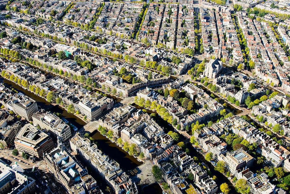Nederland, Noord-Holland, Amsterdam, 27-09-2015; Binnenstad van Amsterdam, overzicht van het Westelijk deel van de Grachtengordel en het noordelijk deel van de Jordaan. Raadhuisstraat (diagonaal) naar Westerkerk, onder in beeld SIngel met Hoge Sluis, Leliegracht diagonaal.<br /> Jordaan neigbourhood and belt of Canals, Amsterdam City Centre.<br /> <br /> luchtfoto (toeslag op standard tarieven);<br /> aerial photo (additional fee required);<br /> copyright foto/photo Siebe Swar