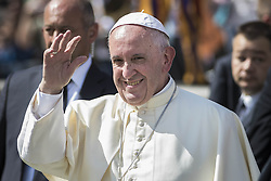 September 21, 2016 - Vatican City, Vatican - Pope Francis greets the faithful as he leaves at the end of his Weekly General Audience in St. Peter's Square in Vatican City, Vatican on September 21, 2016. (Credit Image: © Giuseppe Ciccia/Pacific Press via ZUMA Wire)