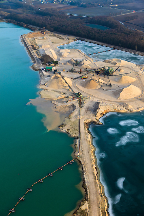 Nederland, Limburg, Tienraay, 10-01-2011;.Zandwinning ten westen van Tienraay. Sand extraction near the village of Tienraay in the south of the Netherlands..luchtfoto (toeslag), aerial photo (additional fee required).foto/photo Siebe Swart