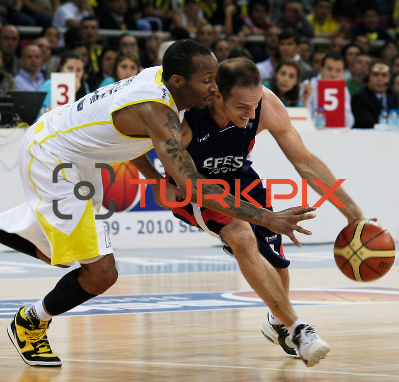 Fenerbahce Ulker's Tarence Anthony KINSEY (L) and Efes Pilsen's Igor RAKOCEVIC (R) during their Turkish Basketball league Play Off Final third leg match Fenerbahce Ulker between Efes Pilsen at the Abdi Ipekci Arena in Istanbul Turkey on Tuesday 25 May 2010. Photo by Aykut AKICI/TURKPIX
