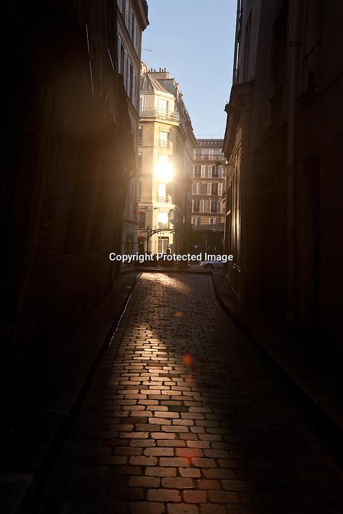 people shadow in the street,  le marais, paris /// ombres des passants dans le marais, rue Cloche perce
