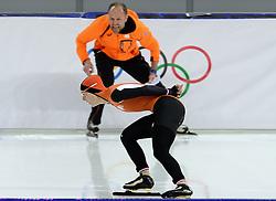 09-02-2014 SCHAATSEN: OLYMPIC GAMES: SOTSJI<br /> Ireen Wüst reed in de Adler Arena op de 3000 meter naar goud. Coach Gerard Kemkers schreeuwt haat toe.<br /> ©2014-FotoHoogendoorn.nl<br />  / Sportida