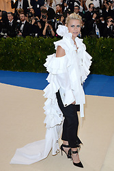 Claire Danes arriving on the red carpet at the Costume Institute Benefit at The Metropolitan Museum of Art celebrating the opening of Rei Kawakubo/Comme des Garcons: Art of the In-Between in New York City, NY, USA, on May 1, 2017. Photo by Aurore Marechal/ABACAPRESS.COM  | 591269_034 New York City Etats-Unis United States