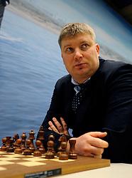 17-01-2011 SCHAKEN: TATA STEEL CHESS TOURNAMENT: WIJK AAN ZEE Alexei Shirov SPA<br /> ©2010-WWW.FOTOHOOGENDOORN.NL