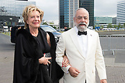 Amsterdam Diner 2019, actief een bijdrage te willen leveren aan een wereld zonder aids.<br /> <br /> Op de foto:  Neelie Smit-Kroes en Oscar Hammerstein