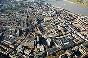 Nederland, Gelderland, Nijmegen, 11-02-2008; onder in beeld: nieuw winkelcentrum Marienburg, rond de voormalige (klooster)kerk, Marienburgkapel; rechts van de kapel Marikenstraat (koopgoot); het oranje gebouw in de voorgrond is bioskoop het Lux theater (filmhuis); middenplan:  Sint Stevenskerk, Grote Markt; linksboven Kronenburgpark, rechtsboven Waal en Waalkade..luchtfoto (toeslag); aerial photo (additional fee required); .foto Siebe Swart / photo Siebe Swart.