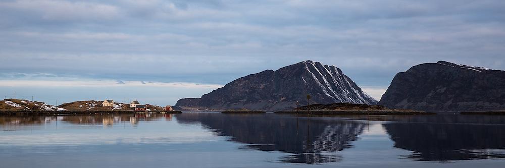 Flåvær is a small group of islets and rocks in Herøyfjord in the municipality Herøy, located in the county Sunnmøre at the west coast of Norway. It includes the island Flåvær, Husholmen, Torvholmen and Varholmen. The archipelago was inhabited until the mid 1980's. Varholmen to the left in the picture  <br /> Flåvær er en liten gruppe med holmer og skjær i Herøyfjorden i Herøy på Sunnmøre, og omfatter holmene Flåvær, Husholmen, Torvholmen og Varholmen. Øygruppa var bebodd til midt på 1980 tallet. Varholmen i venstre del av bildet.