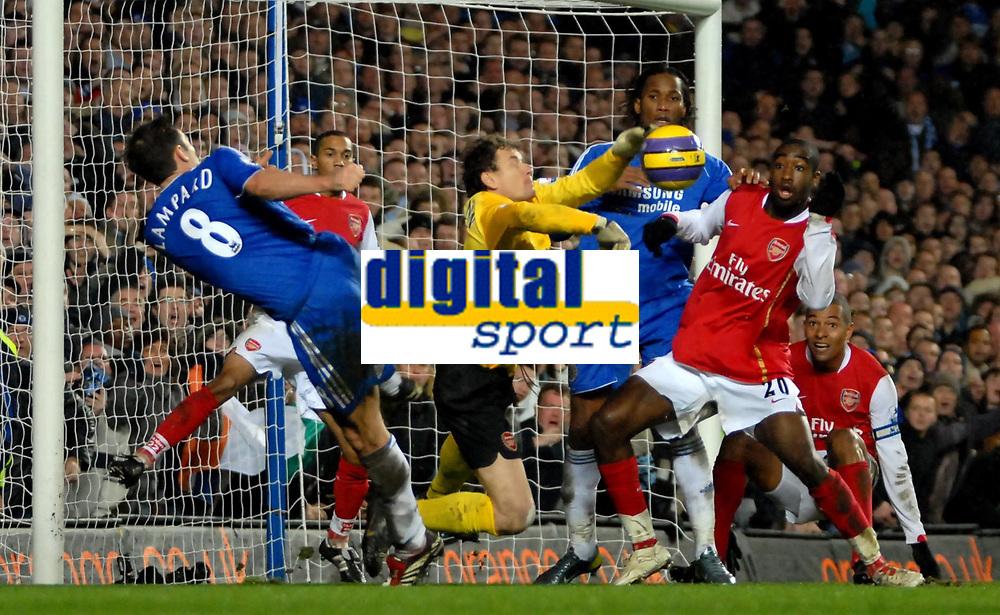 Photo: Ed Godden.<br /> Chelsea v Arsenal. The Barclays Premiership. 10/12/2006.<br /> Frank Lampard (L) is denied a goal by Arsenal keeper Jens Lehmann.