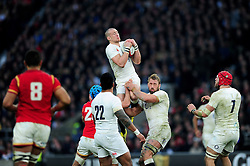 Mike Brown of England claims the ball in the air - Mandatory byline: Patrick Khachfe/JMP - 07966 386802 - 12/03/2016 - RUGBY UNION - Twickenham Stadium - London, England - England v Wales - RBS Six Nations.