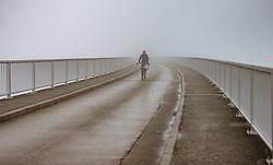 THEMENBILD - eine Frau fährt mit einem Fahrrad auf der Staumauer im Nebel, aufgenommen am 10. August 2018 in Kaprun, Österreich // a woman rides a bicycle on the dam in the fog, Kaprun, Austria on 2018/08/10. EXPA Pictures © 2018, PhotoCredit: EXPA/ JFK