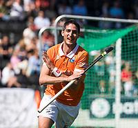 AMSTELVEEN  - Hockey -  1e wedstrijd halve finale Play Offs dames.  Amsterdam-Bloemendaal (5-5), Bl'daal wint na shoot outs.  Xavi Lleonart Blanco (Bldaal) heeft gescoord.  COPYRIGHT KOEN SUYK