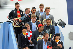 26.05.2013, Flughafen, Muenchen, GER, UEFA Champions League, Ankunft FC Bayern Muenchen, im Bild 26.05.2013, Flughafen, Muenchen, GER, UEFA Champions League, Ankunft FC Bayern Muenchen, im Bild Die Mannschaft des FC Bayern Muenchen bei der Ankunft am Flughafen Muenchen. Im Bild die uebernaechtigte Mannschaft. // during arrival of FC Bayern Munich // after the UEFA Champions League final match at the Airport Munich, Germany on 2013/05/26. EXPA Pictures © 2013, PhotoCredit: EXPA/ Eibner/ Wolfgang Stuetzle..***** ATTENTION - OUT OF GER *****