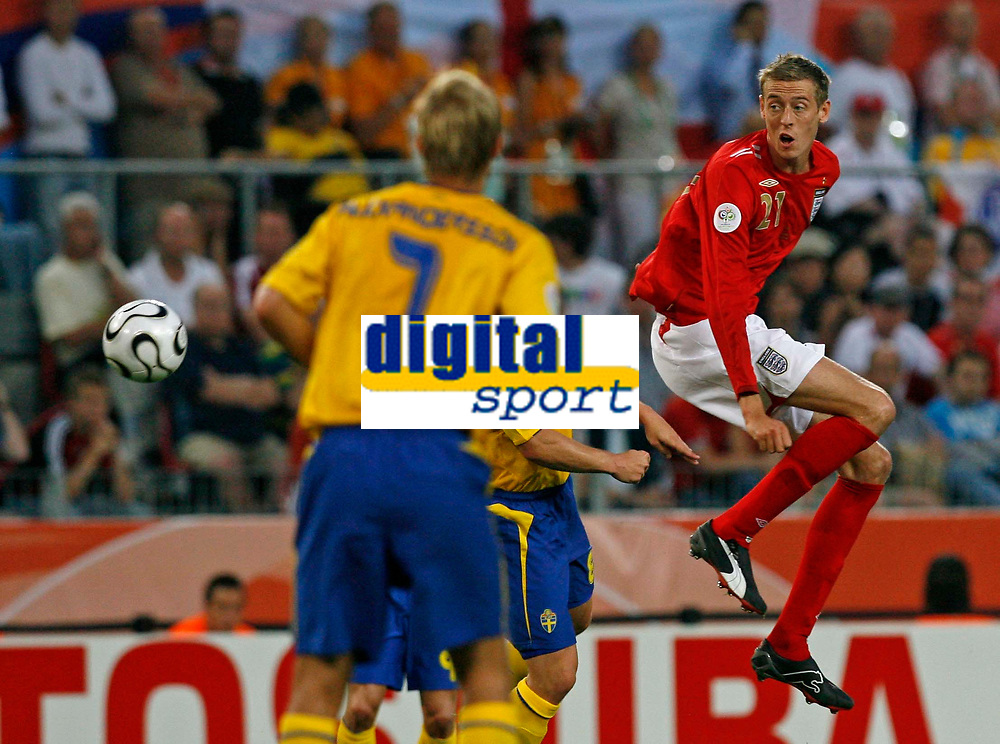 Photo: Glyn Thomas.<br /> Sweden v England. FIFA World Cup 2006. 20/06/2006.<br /> <br /> England's Peter Crouch (R).