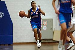 20-04-2005 BASKETBAL: LEVI - PERIK JUMPERS: AMSTERDAM<br /> Levi Amsterdam, wint de eerste playoff wedstrijd met 85-65 / Alshaa Hodges<br /> ©2005-WWW.FOTOHOOGENDOORN.NL