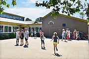 Nederland, Appeltern, 1-7-2015Onrust bij de ouders over mogelijke sluiting van basisschool de kleine kern.FOTO: FLIP FRANSSEN/ HH