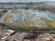 Nederland, Noord-Holland, Gemeente Langedijk, 16-04-2012; het Kanaal Alkmaar - Kolhorn scheidt bedrijventerrein Zandhorst (voorgrond) van landschapsreservaat Oosterdel. Dit gebied vormt een restant van het 'duizend eilandenrijk', voormalige veengronden ontstaan door ontwatering en afgraven van veen en in gebruik voor tuinbouw. Onderdeel van de Provinciale Ecologische Hoofdstructuur (EHS). Aan de horizon Broek op Langedijk.Landscape reserve Oosterdel (NW Netherlands) . This area is a remnant of thousand islands, former peatlands caused by drainage and excavation of peat and is used horticulturally. Part of the Provincial  Ecological Structure  (EHS).  luchtfoto (toeslag), aerial photo (additional fee required);.copyright foto/photo Siebe Swart