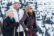 Fotosessie met de koninklijke familie in Lech /// Photoshoot with the Dutch royal family in Lech .<br /> <br /> Koning Willem Alexander, Koningin maxima met  Prinses Beatrix   /////  King Willem Alexander, Queen maxima  with Princess Beatrix