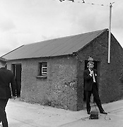 President John F. Kennedy visits his relations in Dunganstown, Co. Wexford. A reporter at work at the scene.<br /> 27.06.1963