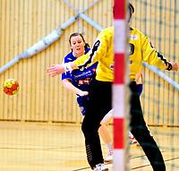 Håndball Skrimhallen 4 April 2009<br /> Kvinner 2 div Kvalifisering  til 1 div<br /> <br /> HK Rygge vs Stjørdal HK<br /> <br /> Resultat  26 - 23<br /> <br /> Foto: Robert Christensen - Digitalsport<br /> <br /> HK Rygge Trude Andersen skrur inn mål etter mål