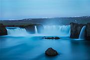 Long exposure night photo of Godafoss, Iceland | Lang eksponert nattfoto av Godafoss på Island.