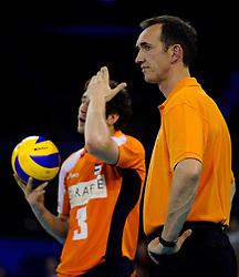 09-07-2010 VOLLEYBAL: WLV NEDERLAND - ZUID KOREA: EINDHOVEN<br /> Nederland verslaat Zuid Korea met 3-1 / Coach Peter Blange en Yannick van Harskamp<br /> ©2010-WWW.FOTOHOOGENDOORN.NL