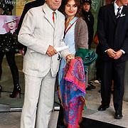 NLD/Amsterdam/20100901 - Opening Louis Vuitton instore in de Bijenkorf< Hans Dagelet en dochter