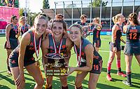 ANTWERPEN - Europees kampioen.Sanne Koolen (Ned) , Frederique Matla (Ned) en Marijn Veen (Ned) .    Het Nederlands team na de winst   na   de   finale  dames  Nederland-Duitsland  (2-0) bij het Europees kampioenschap hockey.    COPYRIGHT  KOEN SUYK