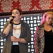 NLD/Amsterdam/20190228 - Opening Holland Zingt Hazes 2019 Backstage Cafe, Jeroen van der Boom, Samantha Steenwijk en Roxanne Hazes zingen samen