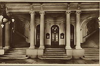 Zagreb : Narodno Kazalište. Predvorje. = Theatre National. Vestibule. <br /> <br /> ImpresumZagreb : Naklada S. Marković, 1926.<br /> Materijalni opis1 razglednica : tisak ; 8,7 x 13,5 cm.<br /> NakladnikNaklada S. Marković<br /> Mjesto izdavanjaZagreb<br /> Vrstavizualna građa • razglednice<br /> ZbirkaGrafička zbirka NSK • Zbirka razglednica<br /> Formatimage/jpeg<br /> PredmetZagreb –– Trg Republike Hrvatske<br /> Hrvatsko narodno kazalište (Zagreb)<br /> SignaturaRZG-TMT-19<br /> Obuhvat(vremenski)20. stoljeće<br /> NapomenaRazglednica nije putovala.<br /> PravaJavno dobro<br /> Identifikatori000953150<br /> NBN.HRNBN: urn:nbn:hr:238:286148 <br /> <br /> Izvor: Digitalne zbirke Nacionalne i sveučilišne knjižnice u Zagrebu