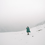 Walk on the edge of the Laya village during a snow storm.