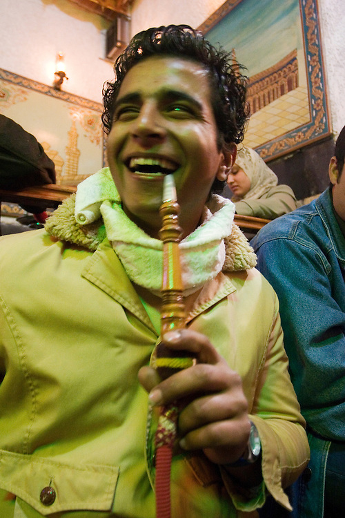 Mohamed, a young syrian, enjoys smoking narghile with his friends in a salon (Damascus, Syria)<br /> Mohamed un joven sirio, disfruta de una tarde con los amigos mientras fuma de una narguila en un salón de Damasco (Siria).
