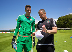 VALE DO LOBO, PORTUGAL - Sunday, May 29, 2016: Wales' goalkeeper Wayne Hennessey and goalkeeping coach Martyn Margetson during a Wales v Wales training match on day six of the pre-UEFA Euro 2016 training camp at the Vale Do Lobo resort in Portugal. (Pic by David Rawcliffe/Propaganda)