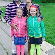 NLD/Amstelveen/20110921 - Premiere Fantasia de Musical, Bert Simhoffer en partner Yvette van Damme en kinderen Julia en Romy