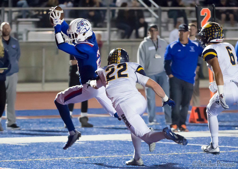 Folsom High School Bulldogs Eric Davis (21), runs for a touchdown to trail 10-7 after the point after attempt was good during the second quarter as the Folsom High School Bulldogs varsity football team host the Oak Ridge High School Trojans,  Friday Nov 4, 2016.<br /> photo by Brian Baer
