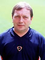 Vic Akers (kit manager), Arsenal Photocall, Highbury Stadium, 11/8/00. Credit: Colorsport / Stuart MacFarlane.