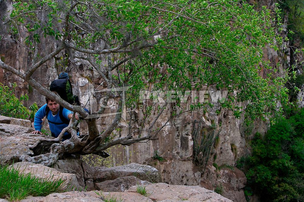 Camping na cachoeira Véu de Noiva, em Encruzilhada do Sul. FOTO: Jefferson Bernardes/Preview.com