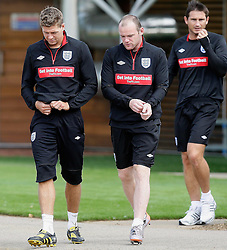 09.08.2010. Arsenal Training Ground, London, ENG, Nationalteam England Training, im Bild Steve Gerrard with Wayne Rooney and Frank Lampard, EXPA Pictures © 2010, PhotoCredit: EXPA/ IPS/ Marcello Pozzetti *** ATTENTION ..*** UK AND FRANCE OUT! / SPORTIDA PHOTO AGENCY