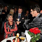 NLD/Amsterdam/20101022 - Televiziergala 2010 - uitreiking Radioring, moeder Jeroen van Inkel