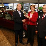 Ford dealer Poll Huizen stelt Ford Ka ter beschikking vor Pr. Irene Huizen