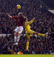 Photo: Jed Wee.<br /> Manchester United v Villarreal. UEFA Champions League.<br /> 22/11/2005.<br /> <br /> Manchester United's Darren Fletcher (L) jumps with Villarreal's Pena.